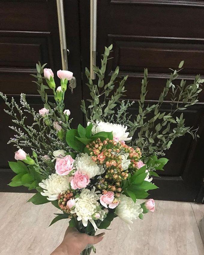 Hand Bouquet by JOVAFLORIST - 011