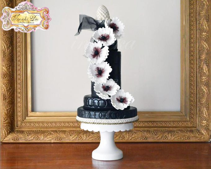 Wedding Cakes by Innicka Dee Cakes - 037