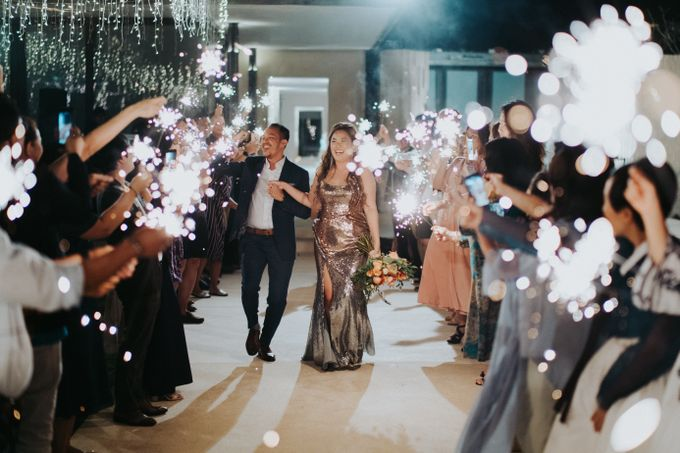 Romantic Modern Wedding at Alila Uluwatu Bali by Silverdust Decoration - 027