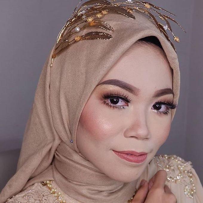 Modern Hijab Wedding by White Make Up and Hair Do - 009