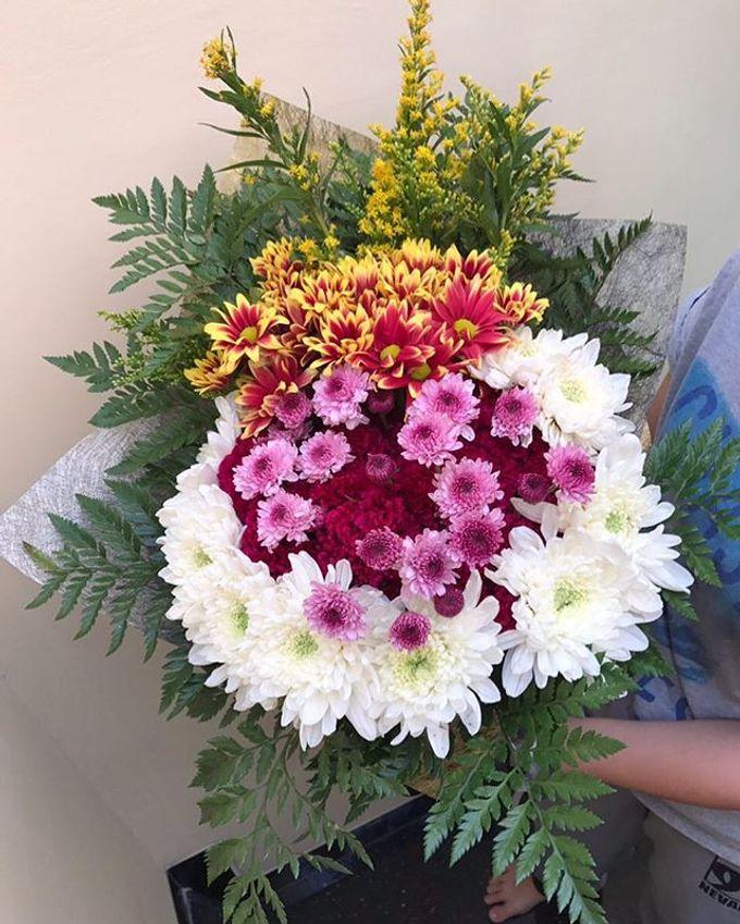 Hand Bouquet by JOVAFLORIST - 010