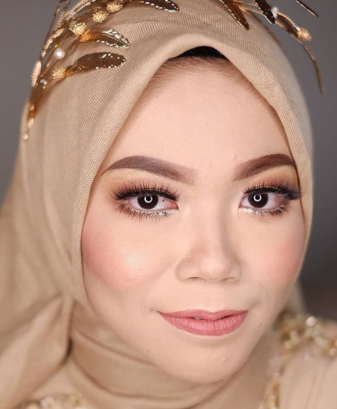 Modern Hijab Wedding by White Make Up and Hair Do - 007