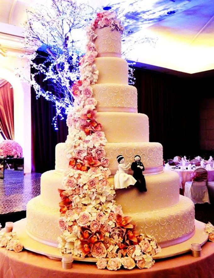 7 tiers Wedding Cake by LeNovelle Cake - 007