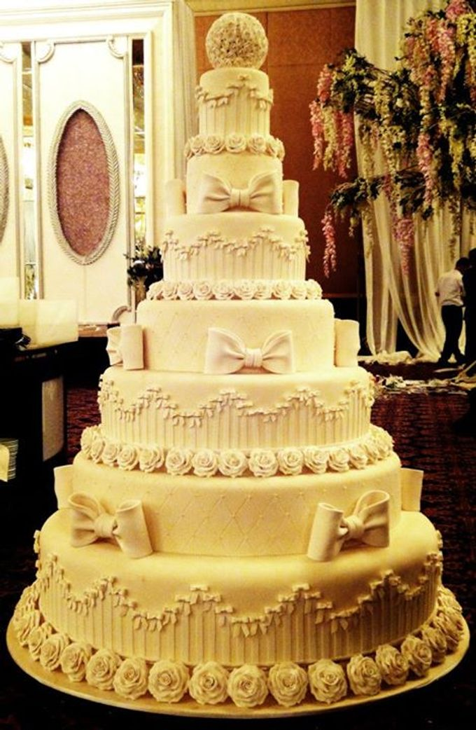 7 tiers Wedding Cake by LeNovelle Cake - 006