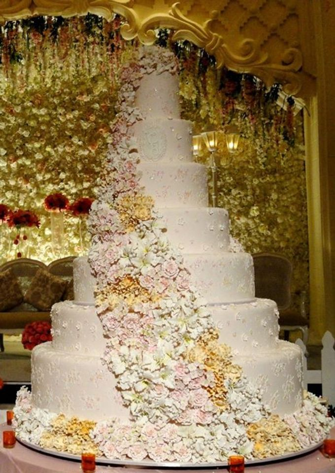 7 tiers Wedding Cake by LeNovelle Cake - 002