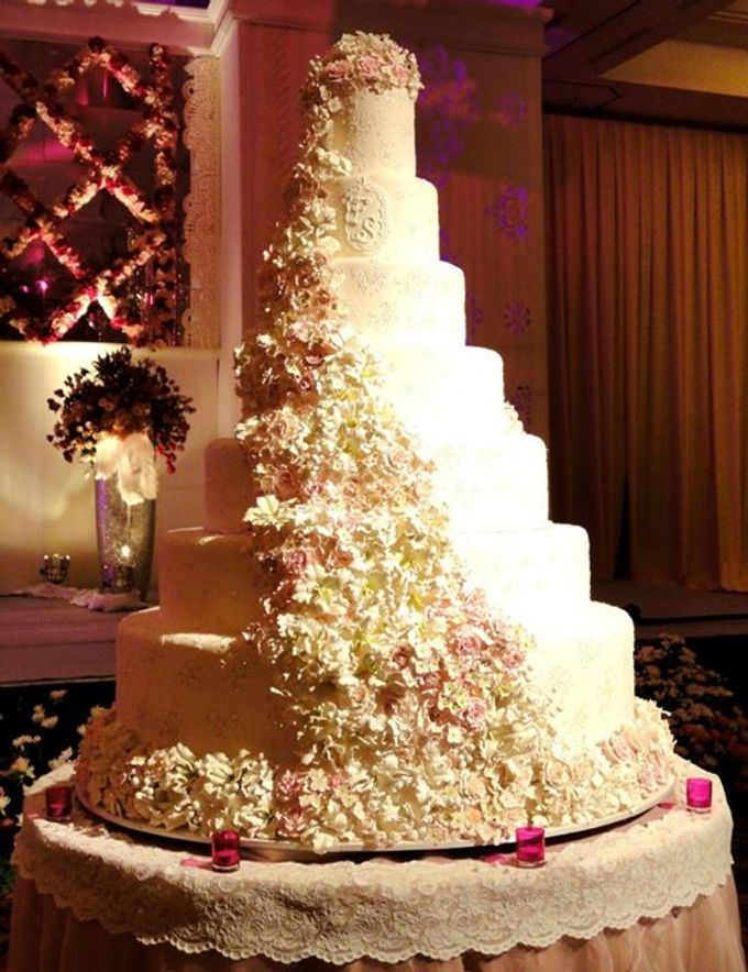 7 tiers Wedding Cake by LeNovelle Cake - 004