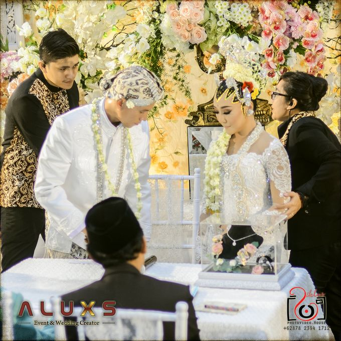 The Wedding of Santa & Khresna by Alux's Event & Wedding Creator - 015