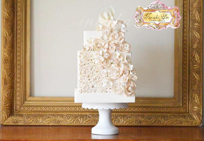 Wedding Cakes by Innicka Dee Cakes - 039