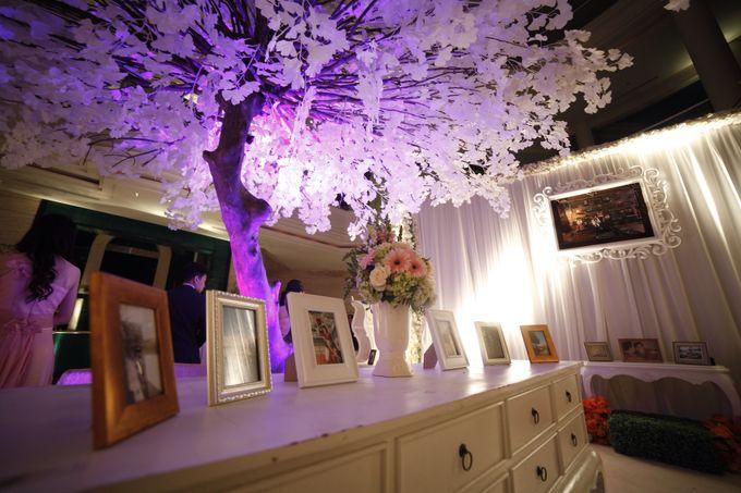 White Allure Wedding by Fuchsia Decoration - 005