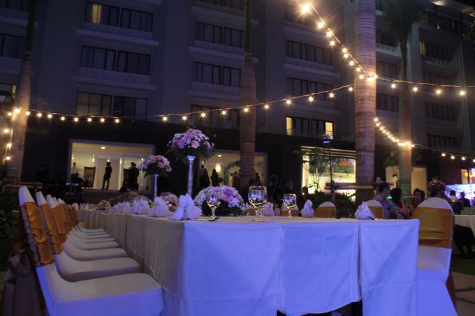 Wedding reza grace by harris hotel convention center malang add to board wedding reza grace by harris hotel convention center malang 001 junglespirit Gallery