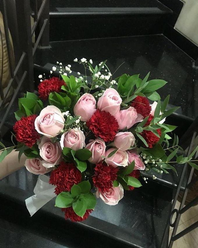Hand Bouquet by JOVAFLORIST - 009