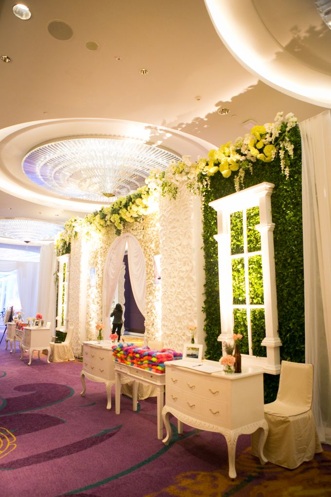 The Wedding of Andrew & Novrida by The Swan Decoration - 001
