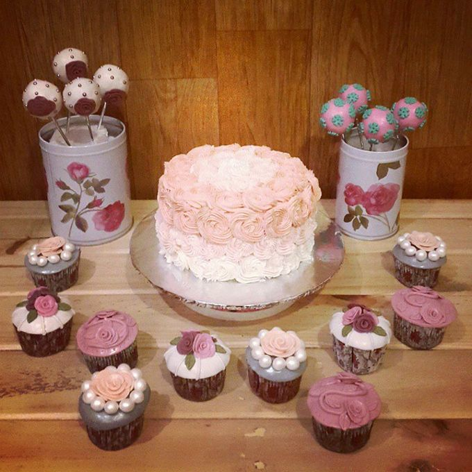 Flower Theme Cakes by Rolling Pin Sugar Art - 001