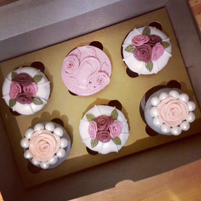 Flower Theme Cakes by Rolling Pin Sugar Art - 002