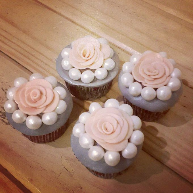 Flower Theme Cakes by Rolling Pin Sugar Art - 003