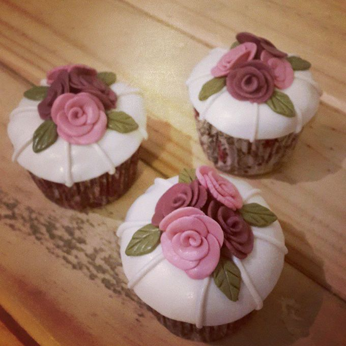 Flower Theme Cakes by Rolling Pin Sugar Art - 004