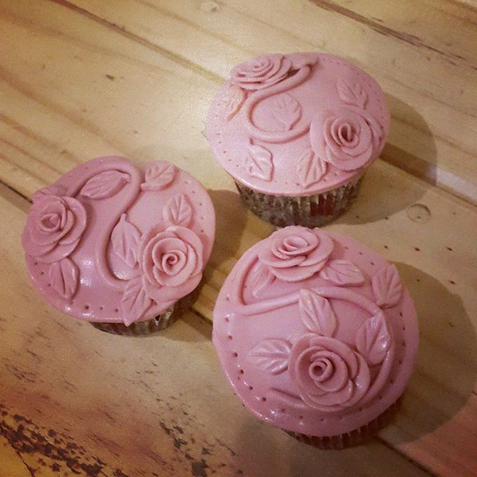 Flower Theme Cakes by Rolling Pin Sugar Art - 005