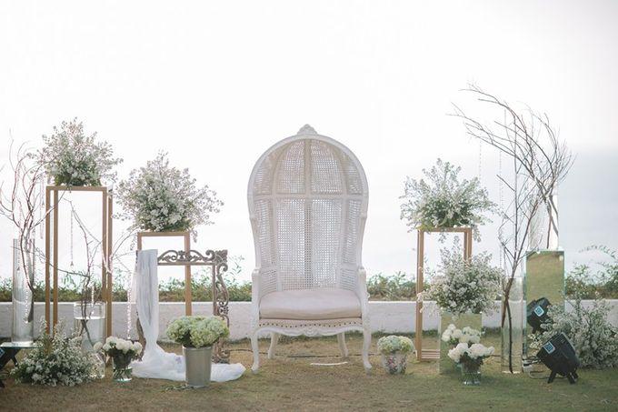 White Elegant Wedding Cliff by Bali Izatta Wedding Planner & Wedding Florist Decorator - 008