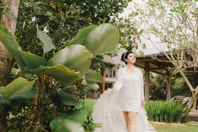 Ian & Farra Intimate Beach Villa Wedding by Vilia Wedding Planner - 012