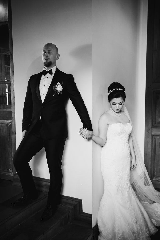 Ian & Farra Intimate Beach Villa Wedding by Vilia Wedding Planner - 022