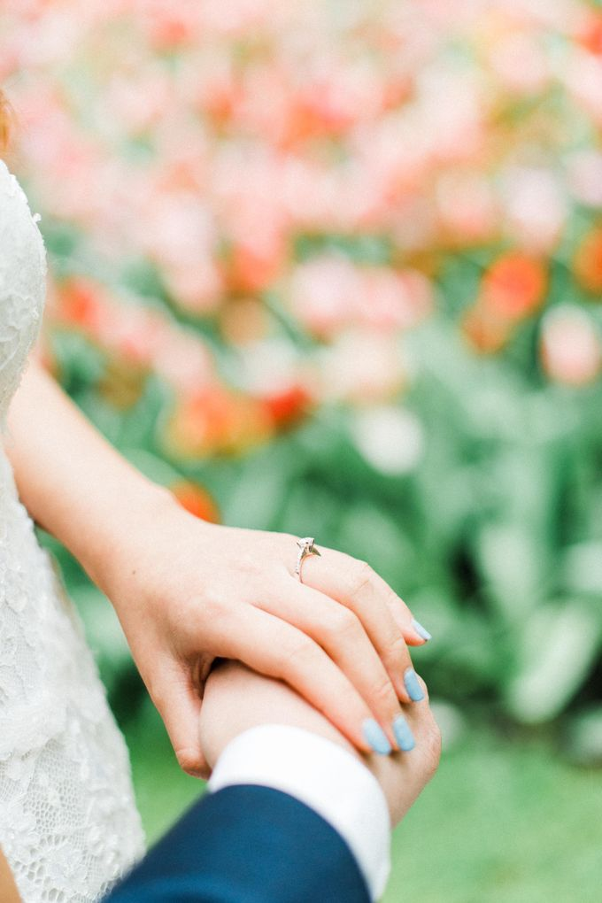 Romantic Flower Fields Pre-Wedding Shoot by Rox and San Photography - 004