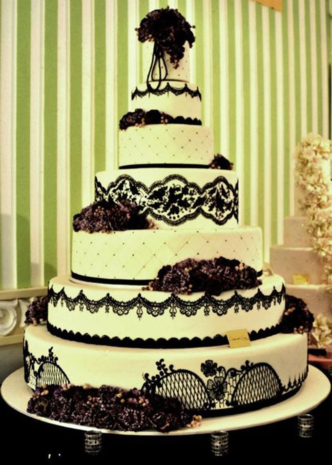7 tiers Wedding Cake by LeNovelle Cake - 001
