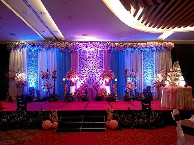 Ballroom decoration by atria hotel malang bridestory add to board ballroom decoration by atria hotel malang 011 junglespirit Gallery