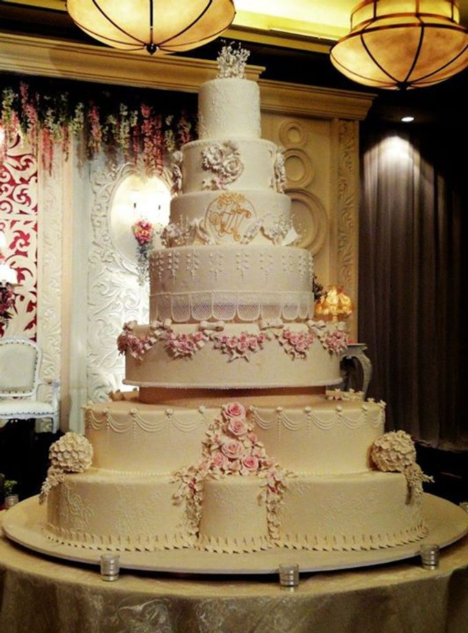 7 tiers Wedding Cake by LeNovelle Cake - 008
