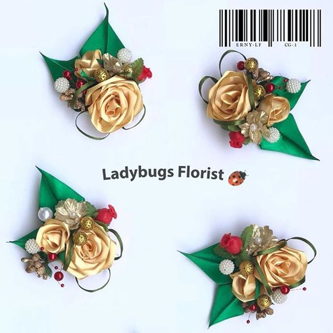 Family Boutonnieres by ladybug florist - 020