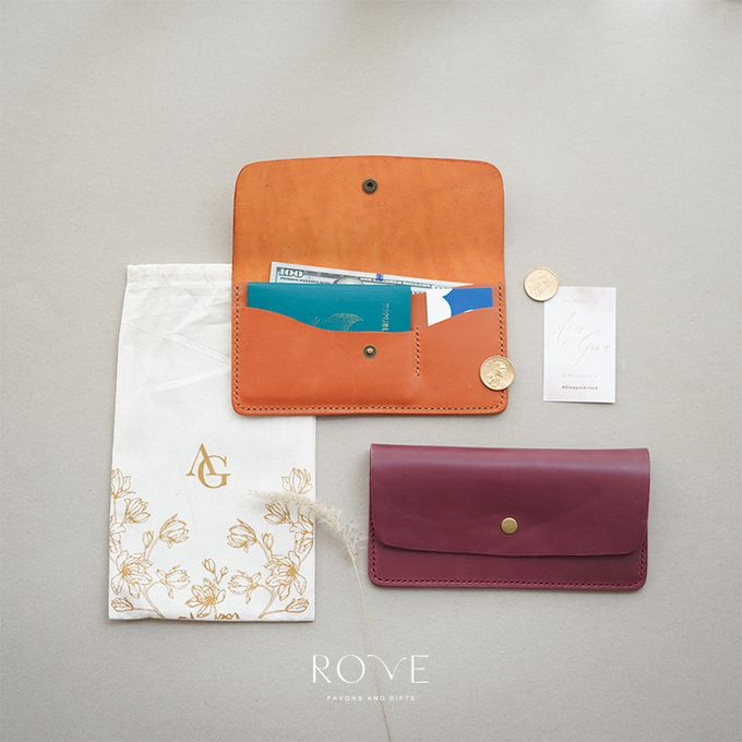 Aris & Gina - Custom Travel Wallet by Rove Gift - 001
