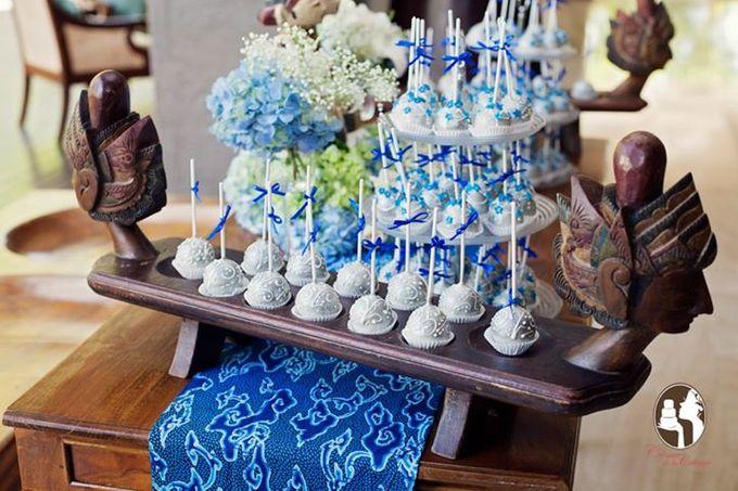 Silver & Royal Blue Wedding Cake by Creme de la Creme Bali - 003