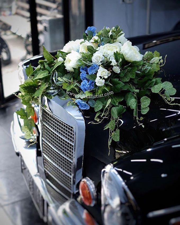 Wedding flowers for classic car  by Yulika Florist & Decor - 003