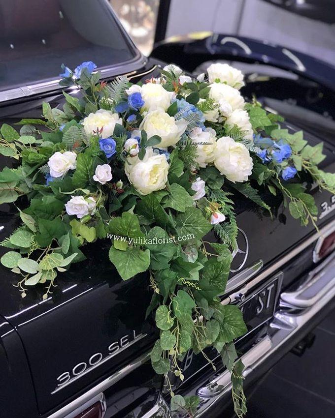 Wedding flowers for classic car  by Yulika Florist & Decor - 001