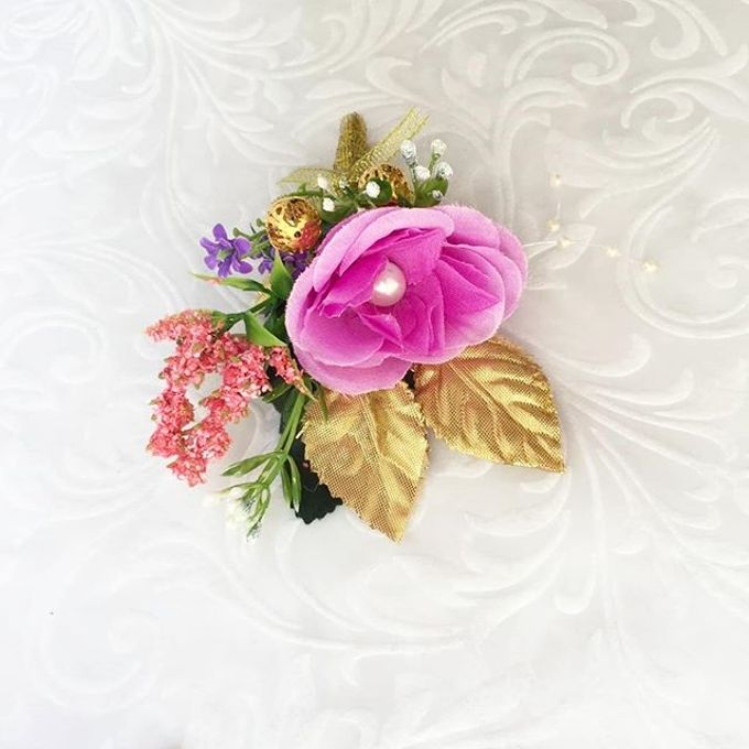Family Boutonnieres by ladybug florist - 010