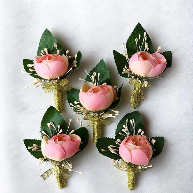 Family Boutonnieres by ladybug florist - 009