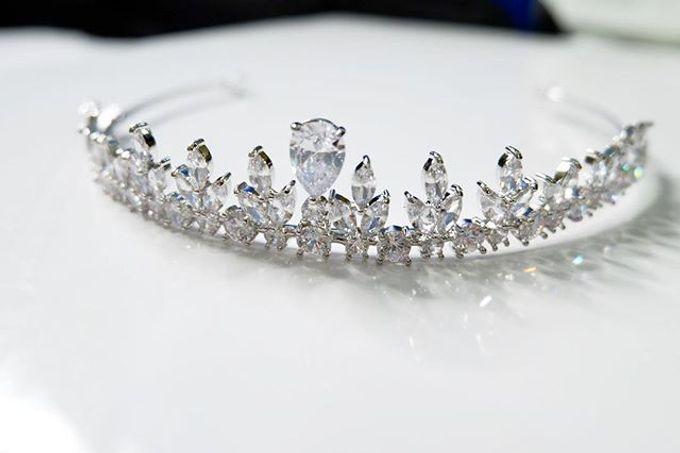 Headpiece & Crown by Ilona Headpiece & Crown - 049