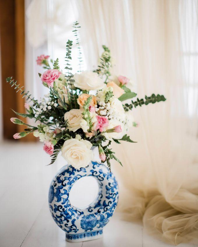 Elegant Vintage Coral Peach Palette for Willy and Luphyta Wedding at Plenilunio Villa Uluwatu by Bali Wedding Atelier - 013
