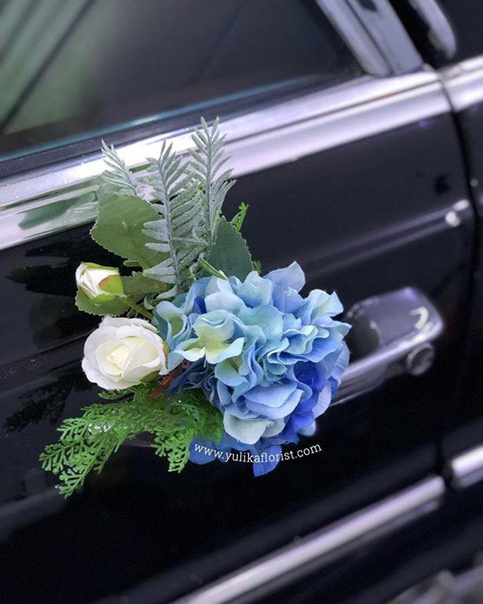 Wedding flowers for classic car  by Yulika Florist & Decor - 002