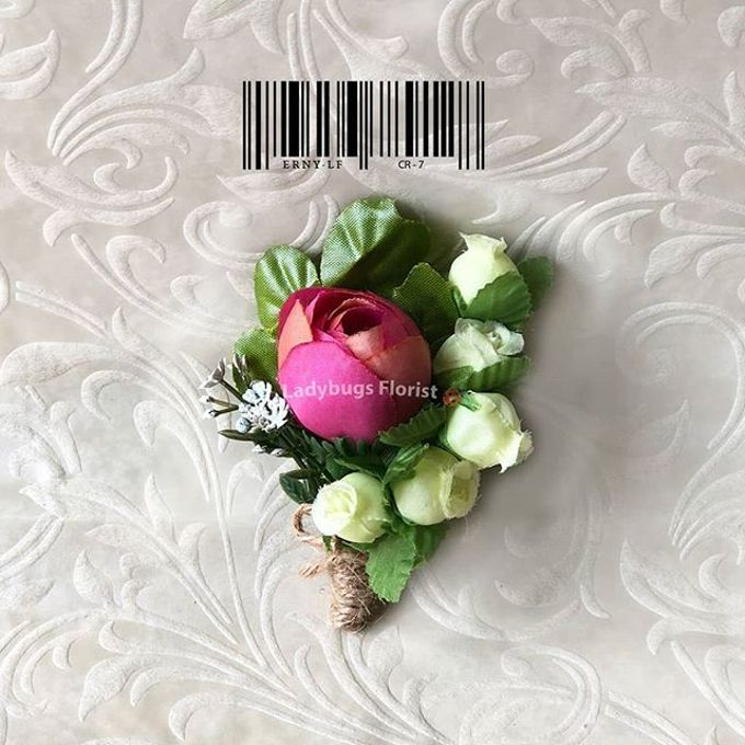 Family Boutonnieres by ladybug florist - 017