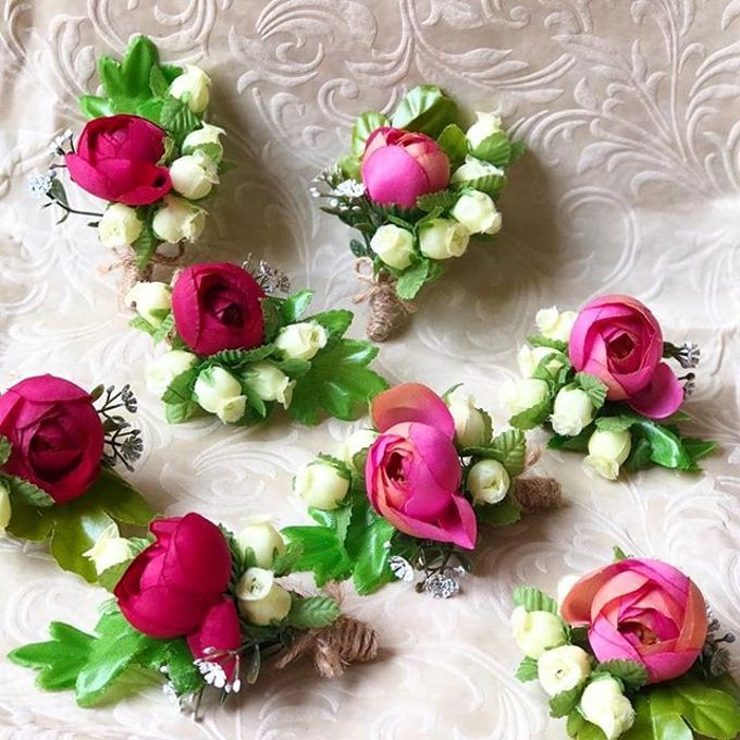 Family Boutonnieres by ladybug florist - 007