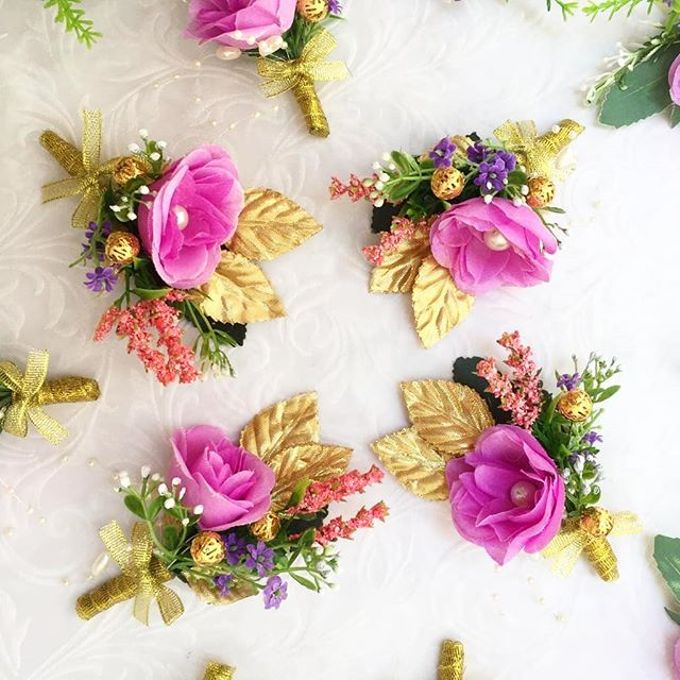 Family Boutonnieres by ladybug florist - 011