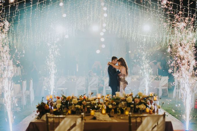 Romantic Modern Wedding at Alila Uluwatu Bali by Silverdust Decoration - 029