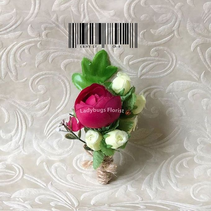 Family Boutonnieres by ladybug florist - 018