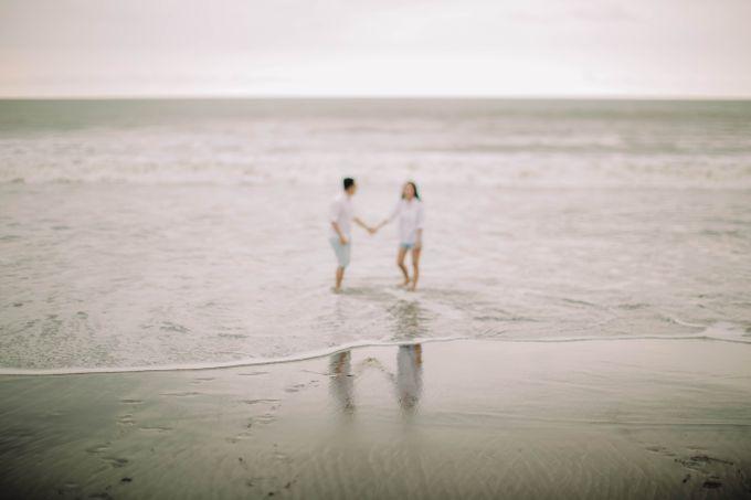 PRE - WEDDING DANIEL & KARINA BY HENOKH WIRANEGARA by All Seasons Photo - 043
