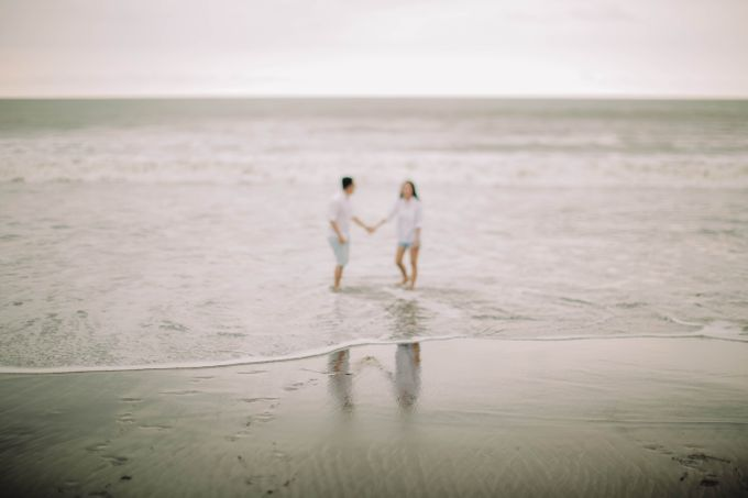 PRE - WEDDING DANIEL & KARINA BY HENOKH WIRANEGARA by All Seasons Photo - 034