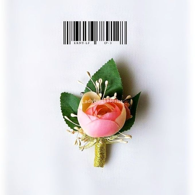 Family Boutonnieres by ladybug florist - 012