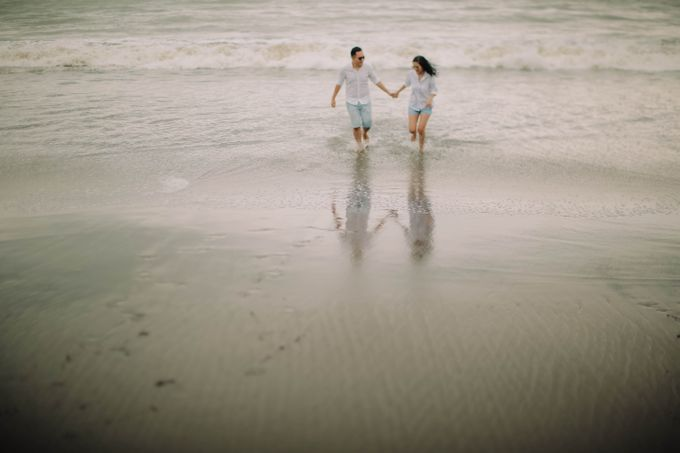 PRE - WEDDING DANIEL & KARINA BY HENOKH WIRANEGARA by All Seasons Photo - 035