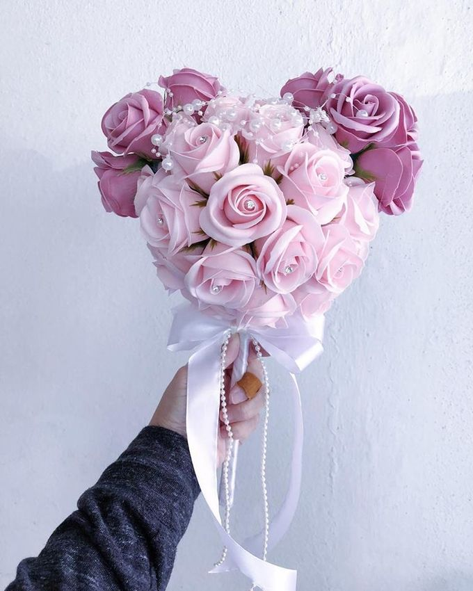 Wedding and Bridal Bouquets by Glammy Gift & Florist - 006