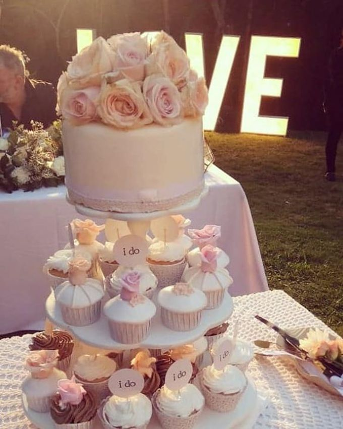 The Wedding Cake Of Kirk & Samantha by Moia Cake - 002