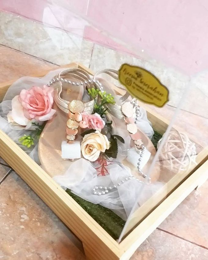 Rustic Tray - wooden by Freesia Seserahan - 010